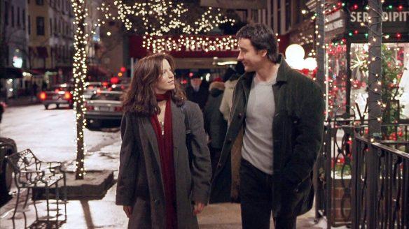 Sara (Kate Beckinsale) and Jonathan (John Cusack) walking the Christmassy streets of New York.