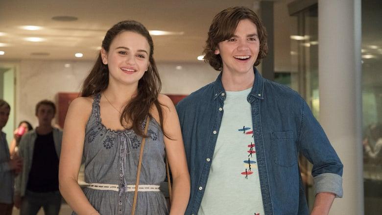 Elle (Joey King) and her best friend Lee (Joel Courtney).