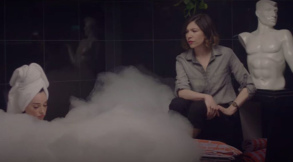 St. Vincent and Carrie Brownstein talking as St. Vincent is in the bathtub.