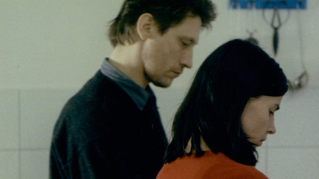 Christian (Wolfgang Michael) and Isabel (Angela Schnelec) in the kitchen together.