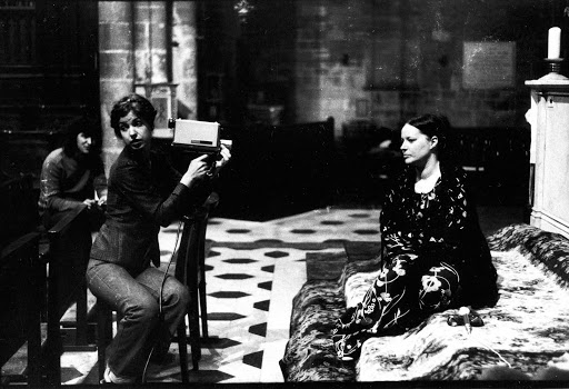 Carole Roussopoulos and Delphine Seyrig shooting an interview.