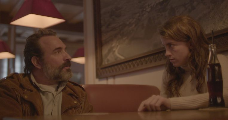 Georges (Jean Dujardin) and Denise (Adèle Haenel) discussing the film.