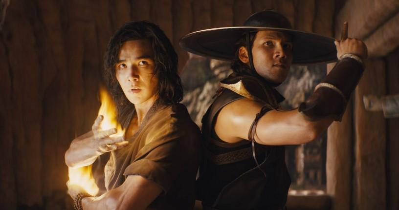 Liu Kang (Ludi Lin) and Kung Lao (Max Huang) back-to-back in fighiting poses.