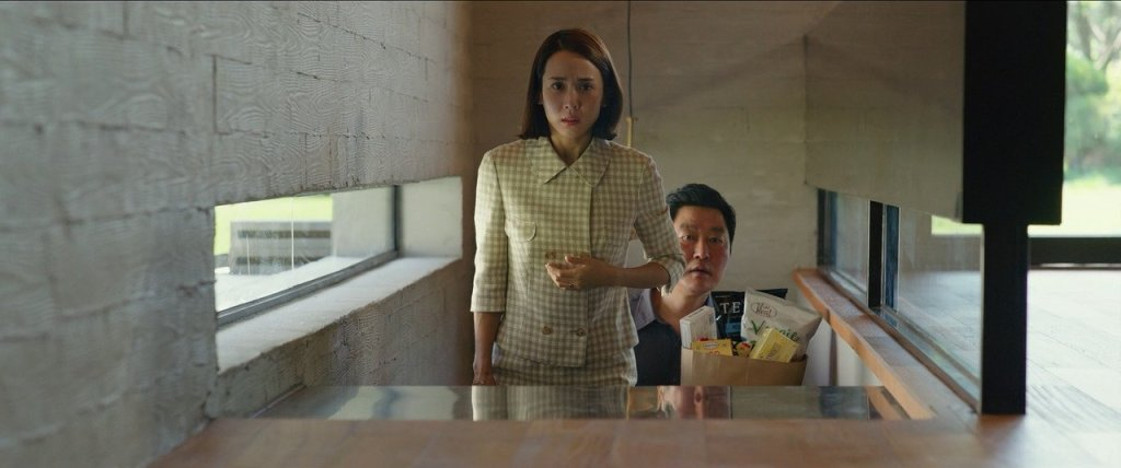 Yeon Kyo (Yeo-jeong Cho) leading Ki Taek (Kang-ho Song) into her home.
