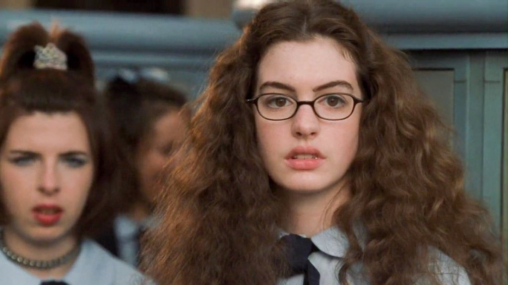 Mia (Anne Hathaway) in school.
