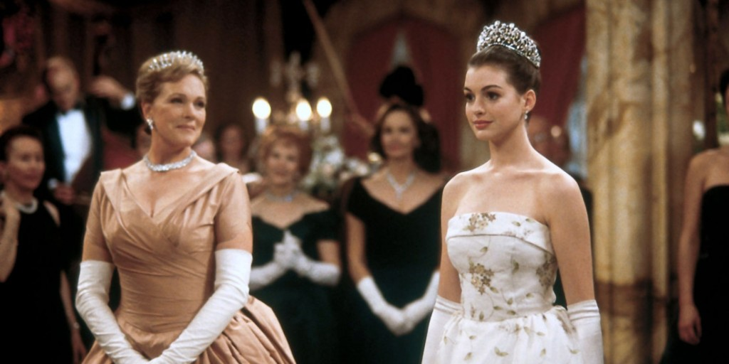 Queen Clarisse (Julie Andrews) and Mia (Anne Hathaway) at a ball.