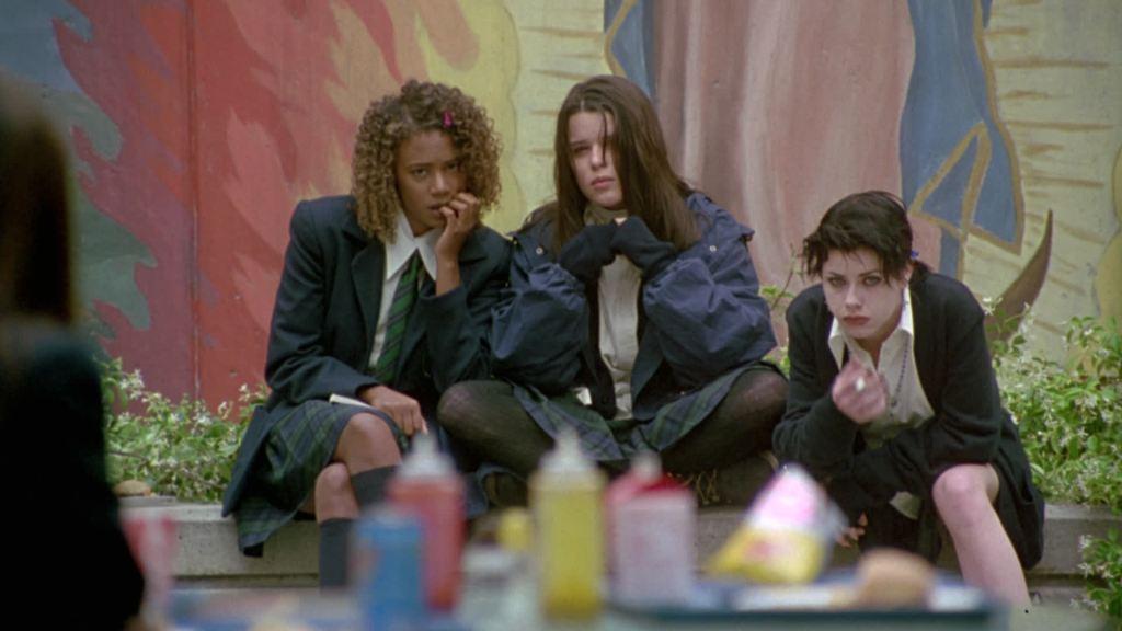 Bonnie (Neve Campbell), Nancy (Fairuza Balk) and Rochelle (Rachel True) keeping Sarah under observation.