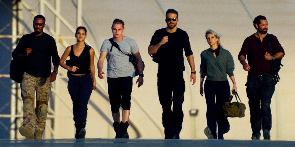 Seven (Corey Hawkins), Five (Adria Arjona), Four (Ben Hardy), One (Ryan Reynolds), Two (Mélanie Laurent) and Three (Manuel Garcia-Rulfo) walking towards the camera in the usual hero strut.