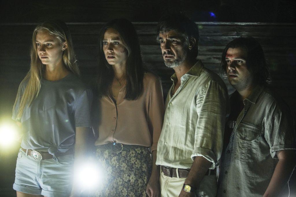 Sofia (Yuliia Sobol), Elisa (Matilda Lutz), Riccardo (Peppino Mazzotta) and Fabricio (Francesco Russo) looking with horrified expressions at something.