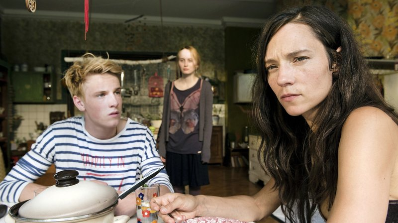 Phil (Louis Hofmann) trying to talk to his mother Glass (Sabine Timoteo) while his sister Dianne (Ada Philine Stappenbeck) looks on.