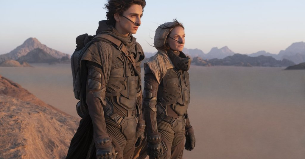 Paul (Timothée Chalamet) and his mother Jessica (Rebecca Ferguson) in the desert.