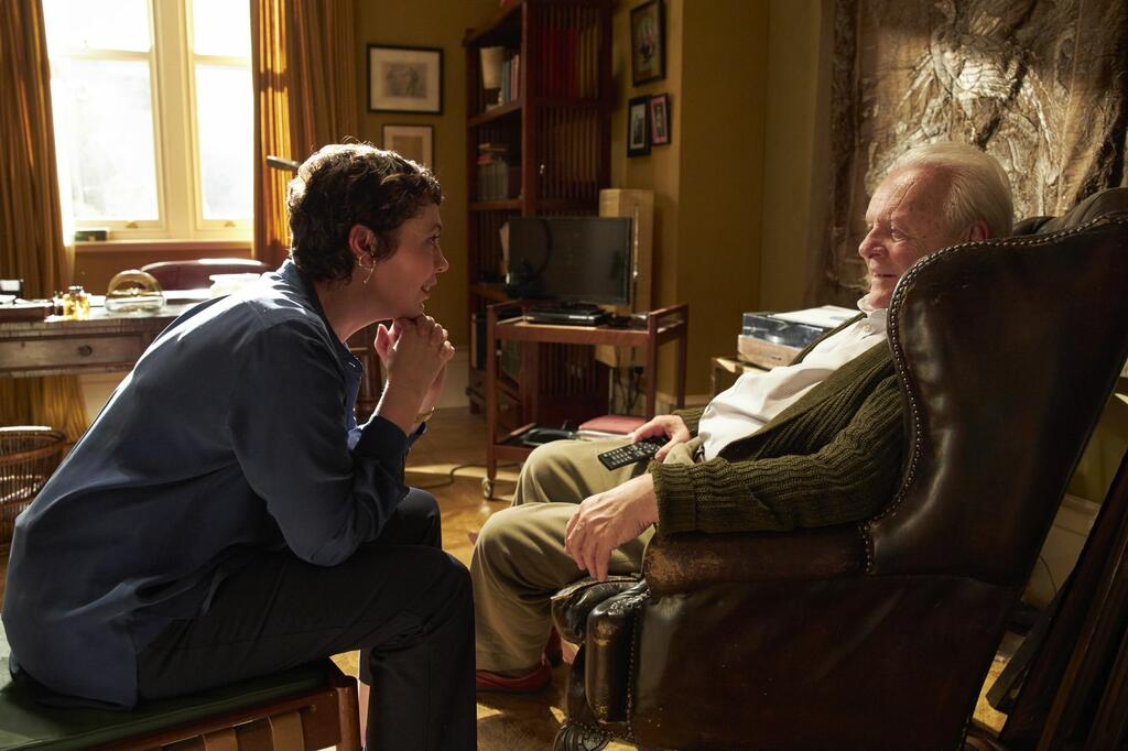 Anne (Olivia Colman) talking to Anthony (Anthony Hopkins).